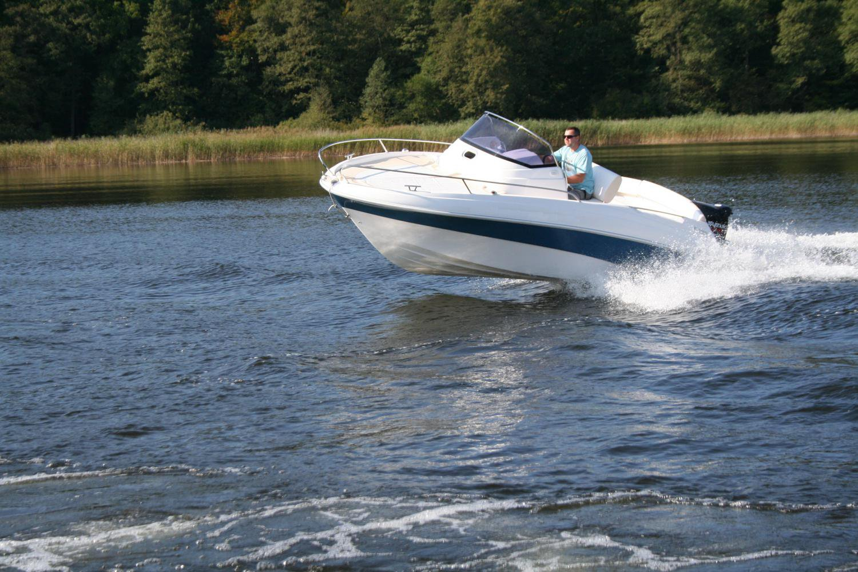 kajutová loď sundeck 560 PR