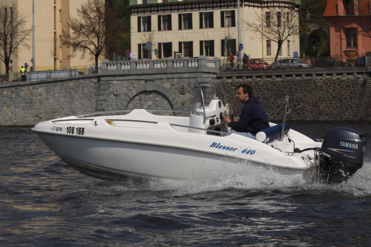Motorový člun blesser 440 + motor Honda 50 hp